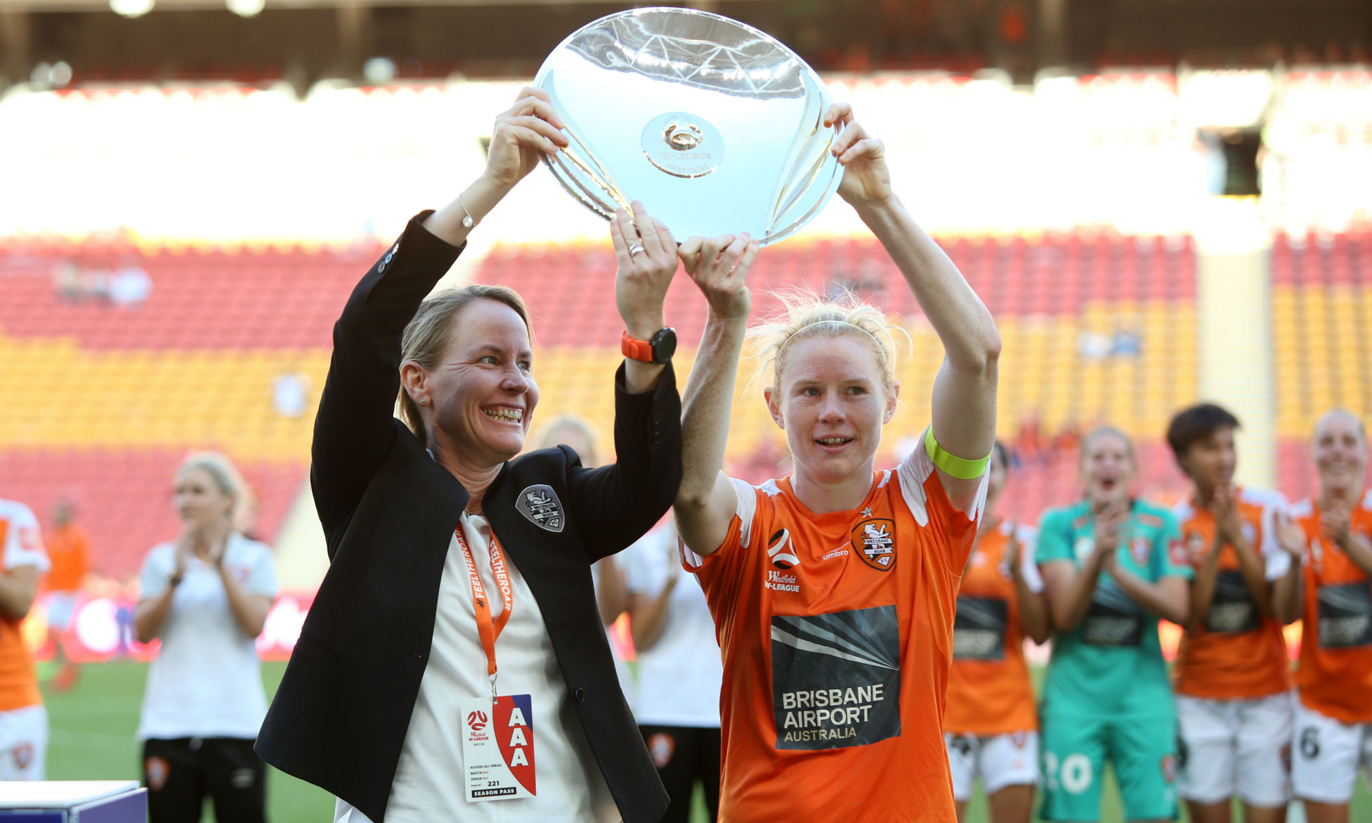 Clare Polkinghorne and former Roar coach Mel Andreatta lift the Premiers Plate in February 2018.