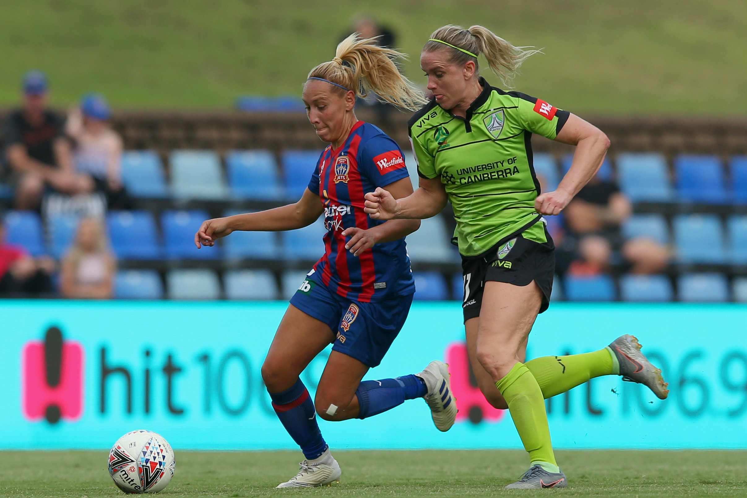 Gema Simon in action for the Jets against Canberra United