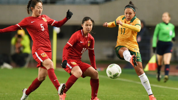 Kyah Simon fires a pass when the Westfield Matildas last played China in qualifying for the Rio Games.