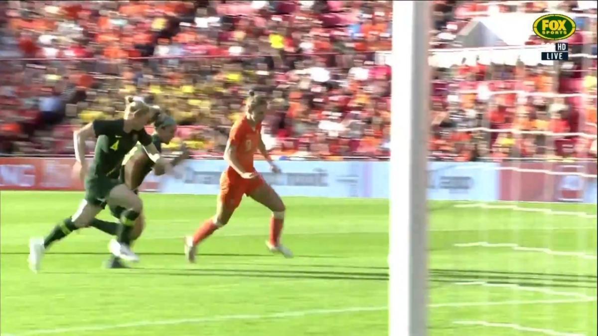 Vivianne Miedema doubles the Netherlands' lead