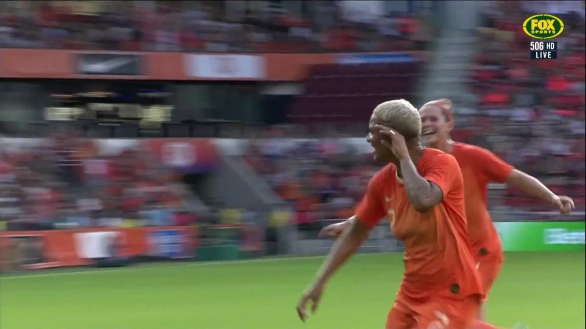 Netherlands make it 3-0