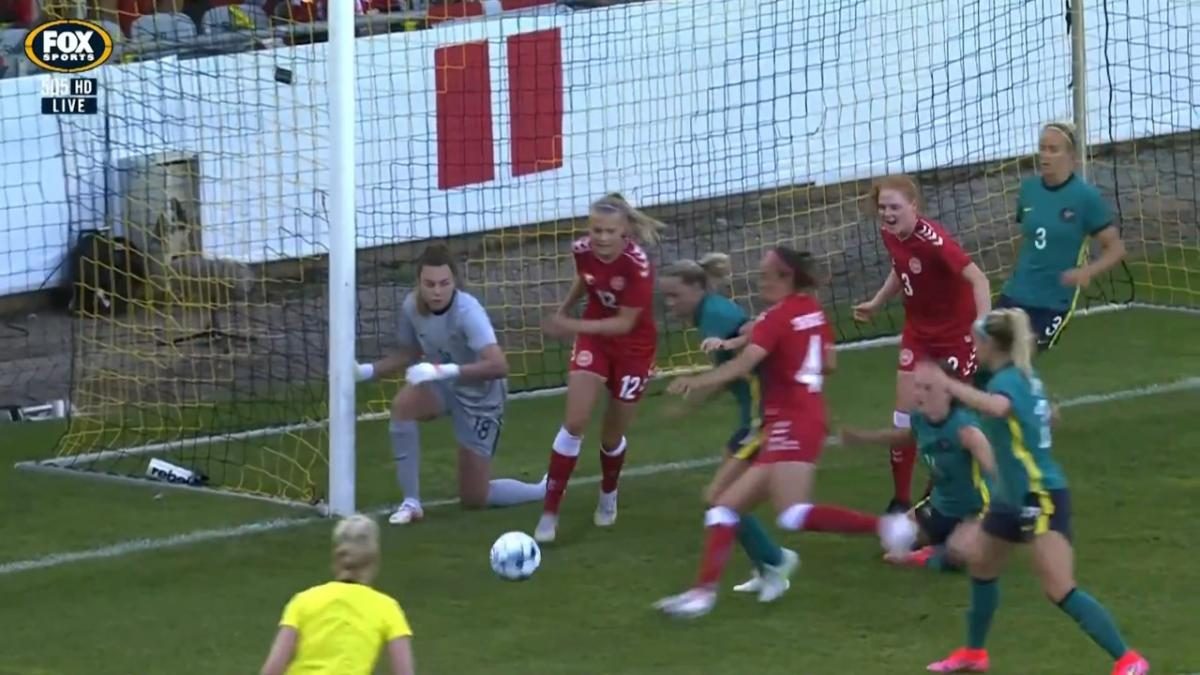 GOAL: Sevecke - Another set-piece-punishment by the Danes