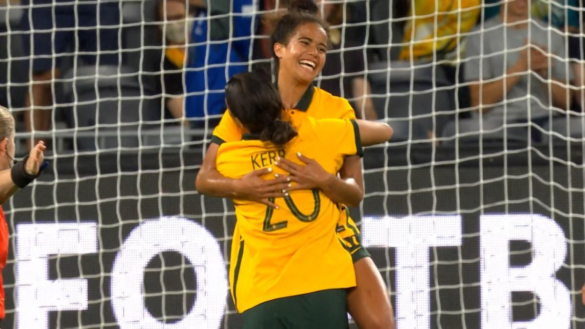 GOAL: Fowler extends Australia's lead | CommBank Matildas v Brazil