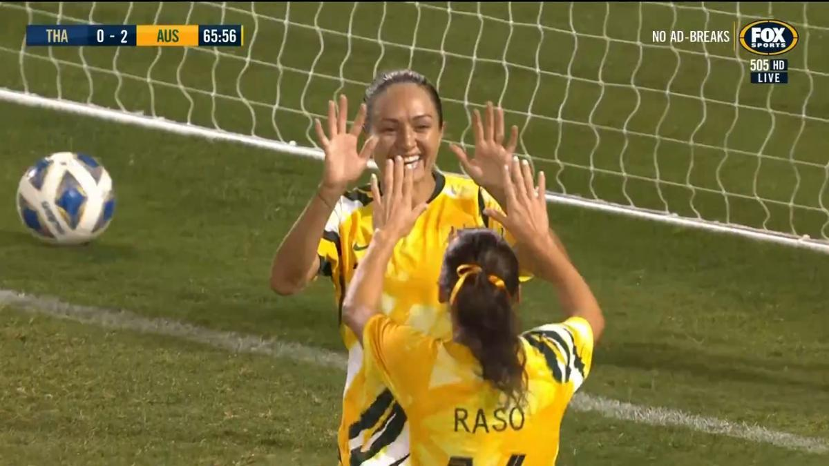 GOAL: Simon - Australia grab a messy third