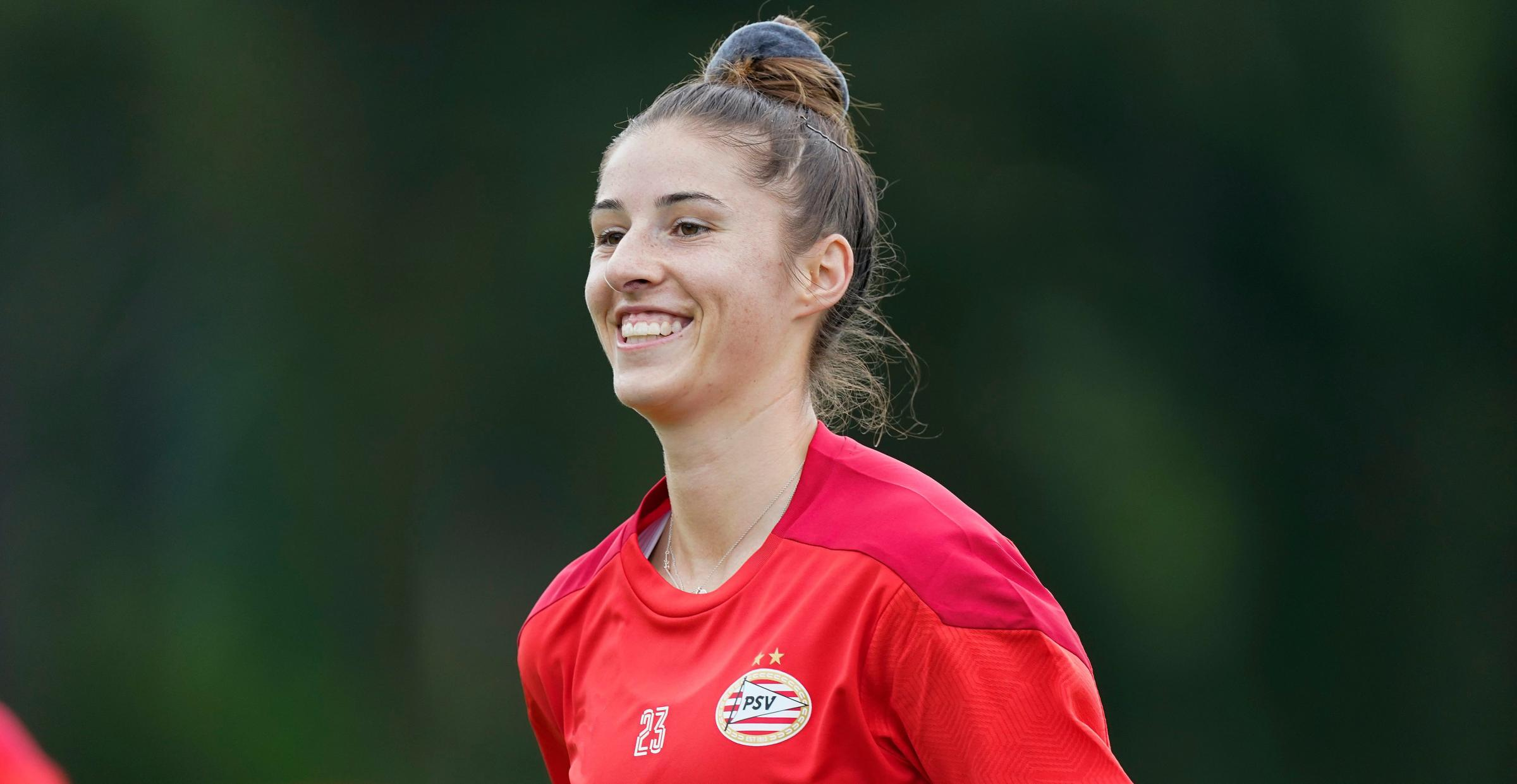 Amy Harrison Re-signs