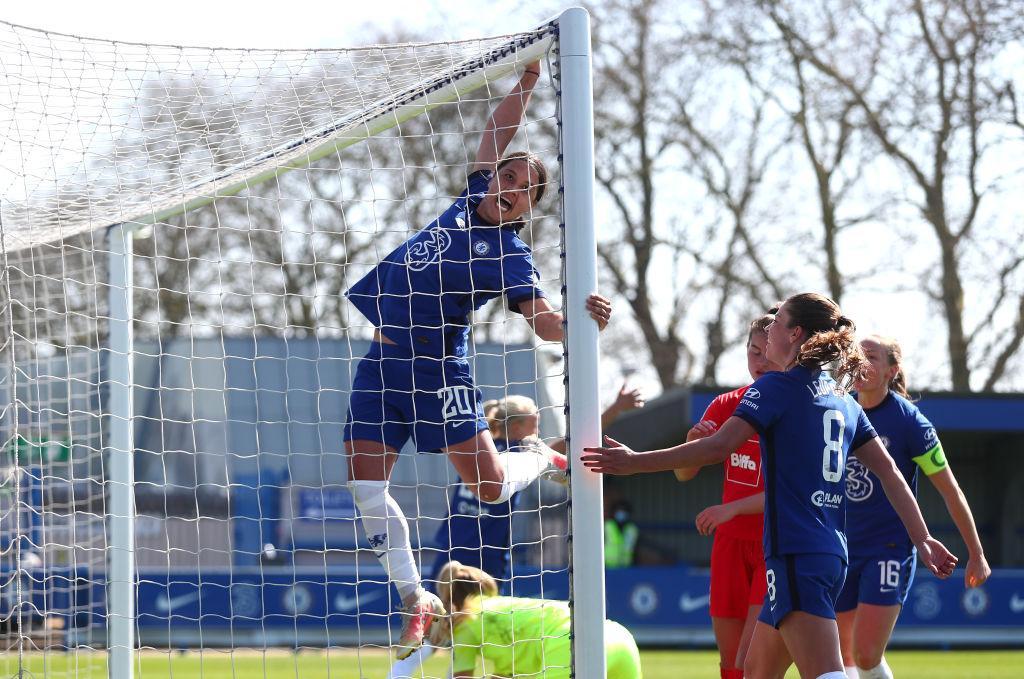 Sam Kerr celebrates Chelsea goal