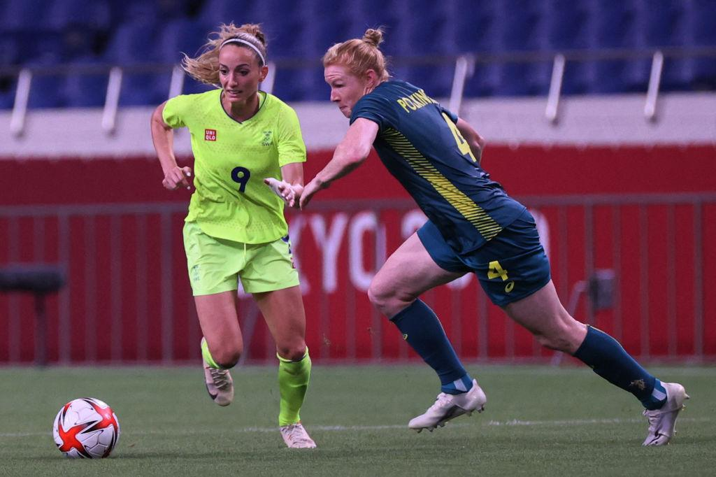 Clare Polkinghorne and Kosovare Asllani fight for the ball