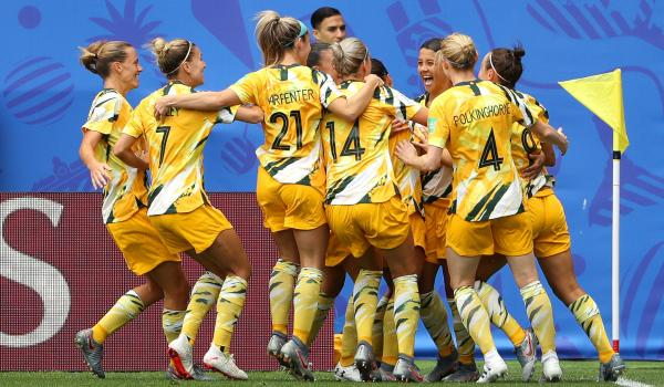 Sam Kerr celebrates against Italy