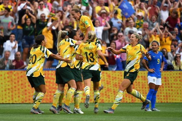 Matildas celebrate v Brazil 2019 FIFAWWC