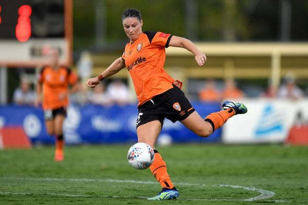 Emily Gielnik playing for Brisbane Roar