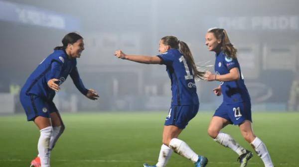 Chelsea celebrate Fran Kirby goal
