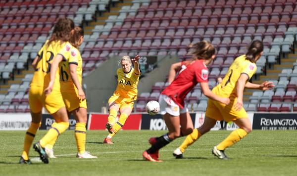 Alanna Kennedy takes a free kick for Tottenham
