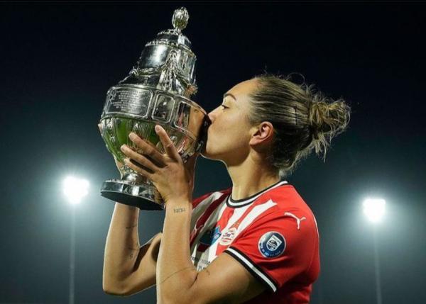 Kyah Simon kisses KNVB Cup after PSV win