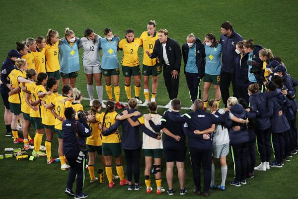 Matildas head coach Tony Gustavsson speaks to players in a huddle after the Women's International Friendly match between the Australia Matildas and Brazil at CommBank Stadium on October 26, 2021 in Sydney, Australia. (Photo by Matt King/Getty Images)