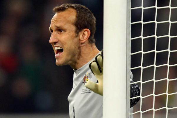 Injury rules out Schwarzer and Cahill